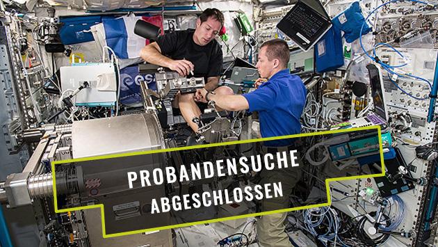 Proband*innen zur Erprobung eines Trainingsgerätes für Astronaut*innen
